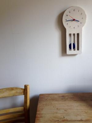 画用紙の絵のようなマリアの振子時計 のこと